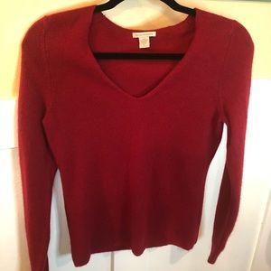 White + Warren cashmere sweater small red v-neck